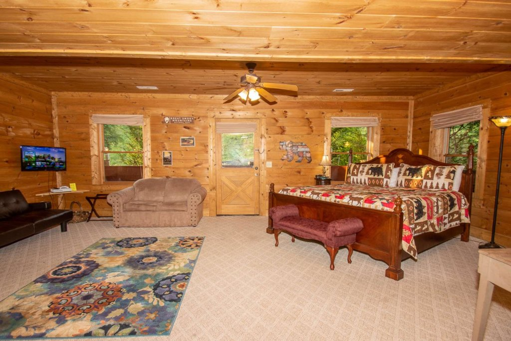 Photo of a Pigeon Forge Cabin named Streamside Getaway - This is the seventeenth photo in the set.