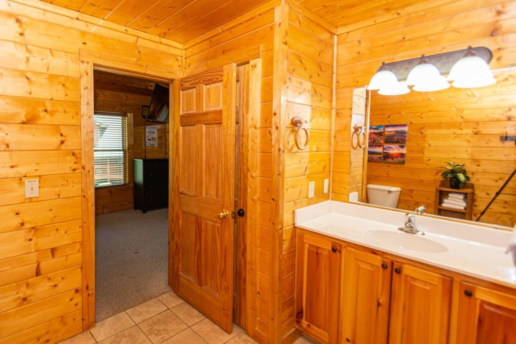 Photo of a Pigeon Forge Cabin named Absolute Dream - This is the fifteenth photo in the set.