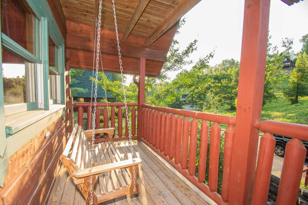 Photo of a Pigeon Forge Cabin named Streamside Getaway - This is the third photo in the set.