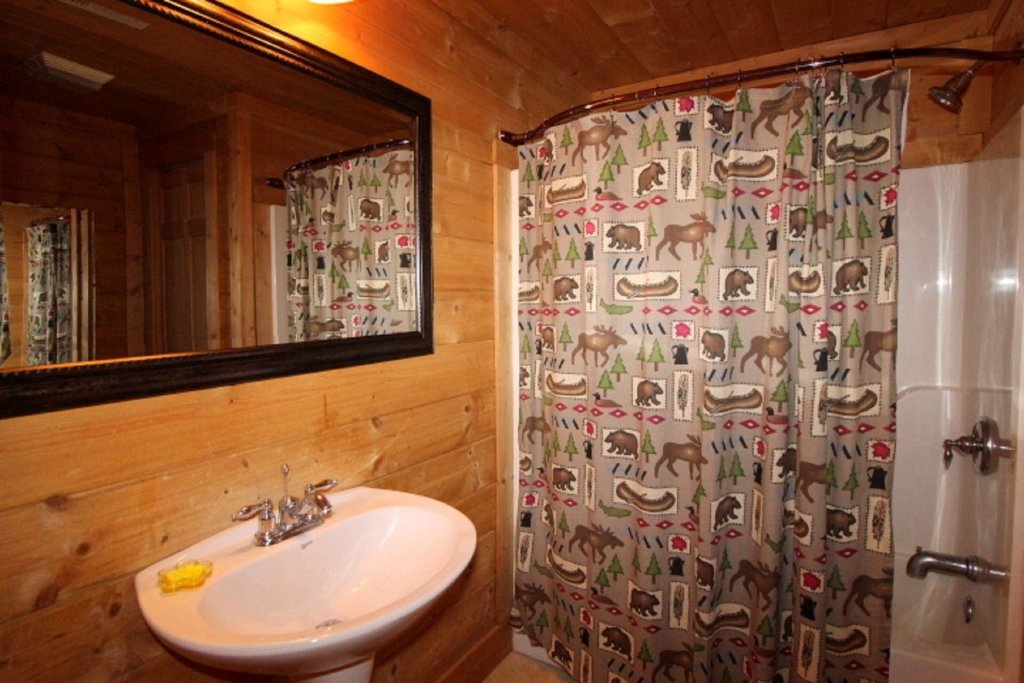 Photo of a Pigeon Forge Cabin named Moonlight Kisses - This is the eighth photo in the set.