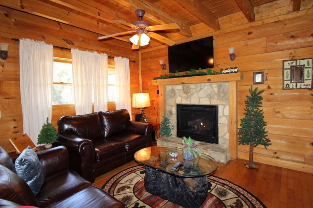 Photo of a Pigeon Forge Cabin named Moonlight Kisses - This is the twentieth photo in the set.