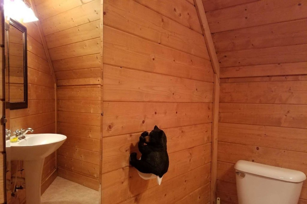 Photo of a Pigeon Forge Cabin named Moonlight Kisses - This is the seventeenth photo in the set.
