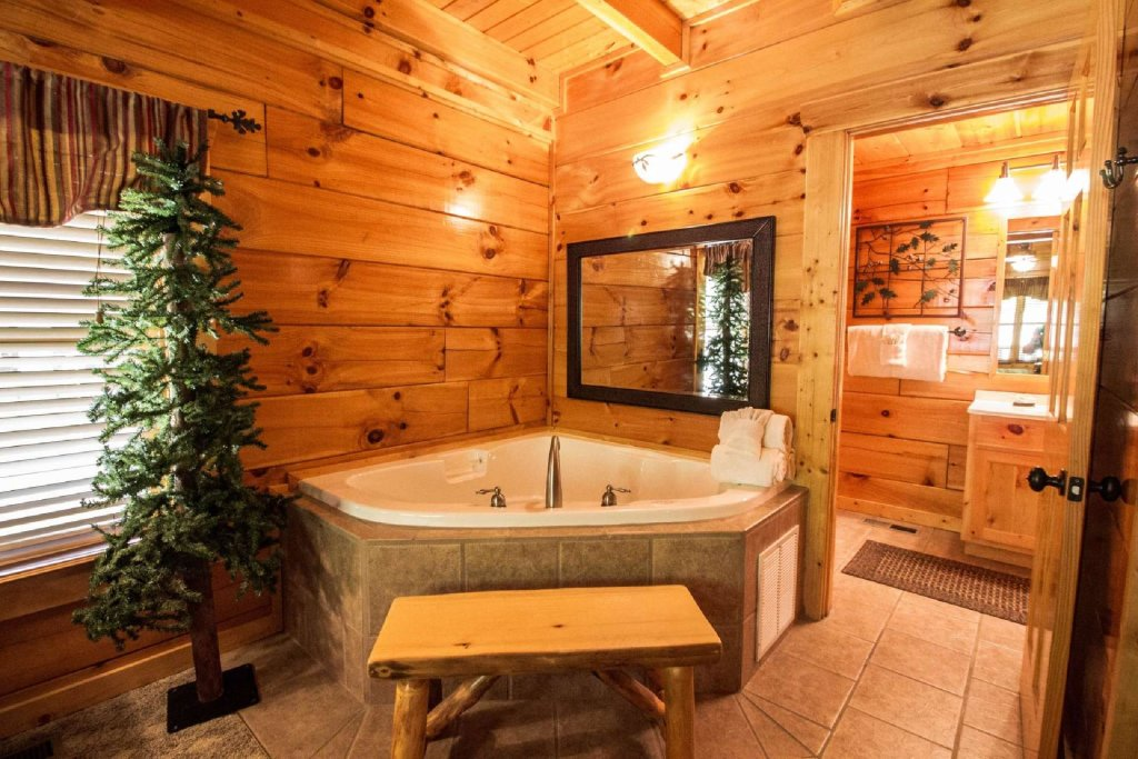 Photo of a Sevierville Cabin named Zip-a-dee-doo - This is the seventeenth photo in the set.