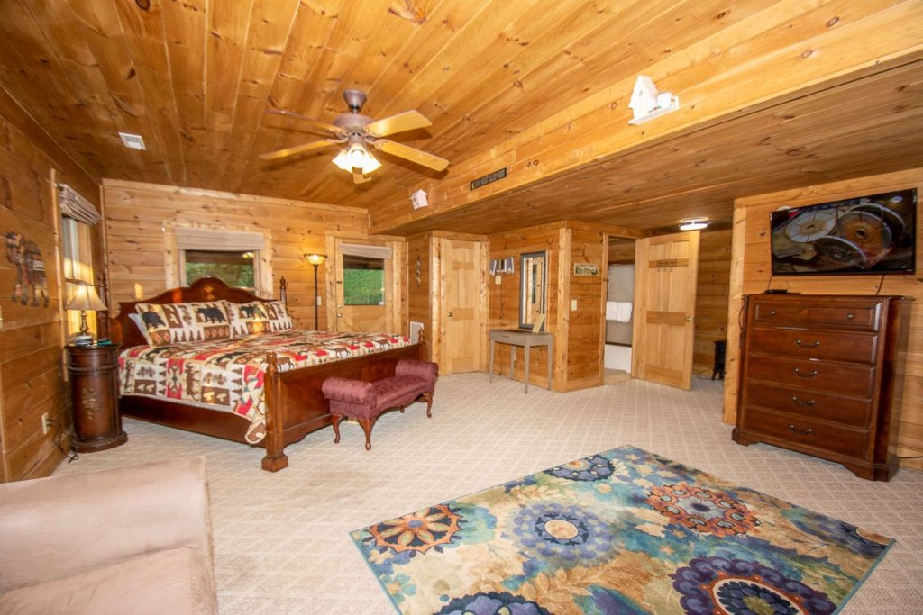 Photo of a Pigeon Forge Cabin named Streamside Getaway - This is the sixteenth photo in the set.