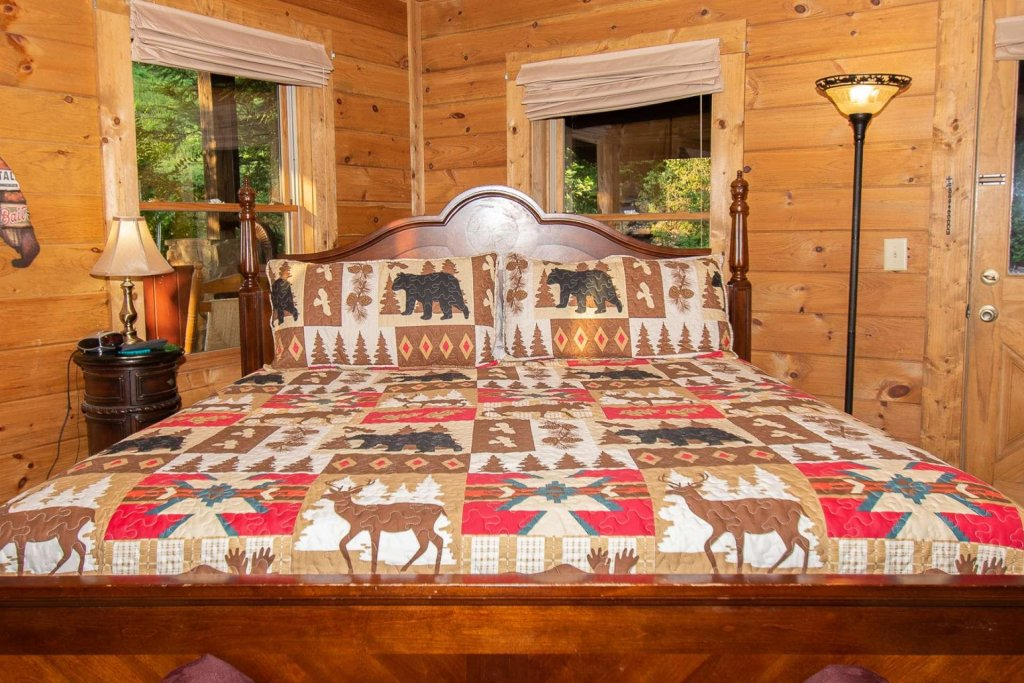 Photo of a Pigeon Forge Cabin named Streamside Getaway - This is the eighteenth photo in the set.