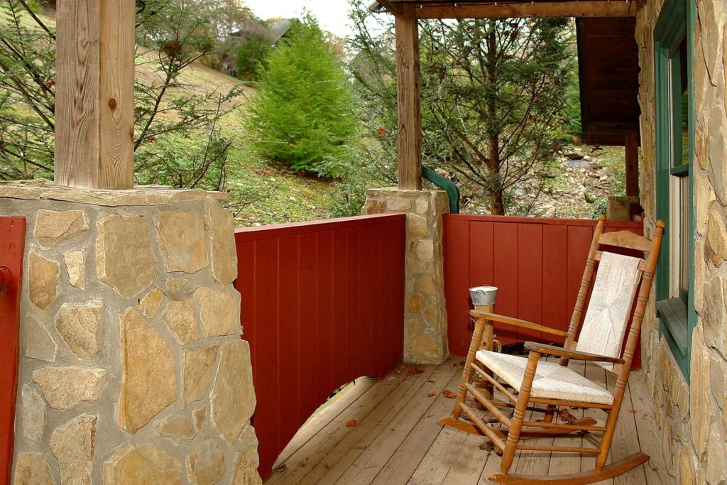 Photo of a Pigeon Forge Cabin named Streamside Getaway - This is the twenty-first photo in the set.