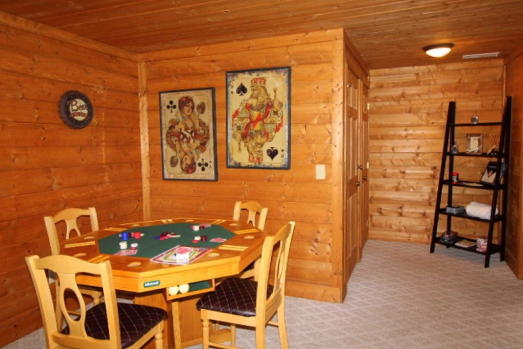 Photo of a Pigeon Forge Cabin named Moonlight Kisses - This is the nineteenth photo in the set.