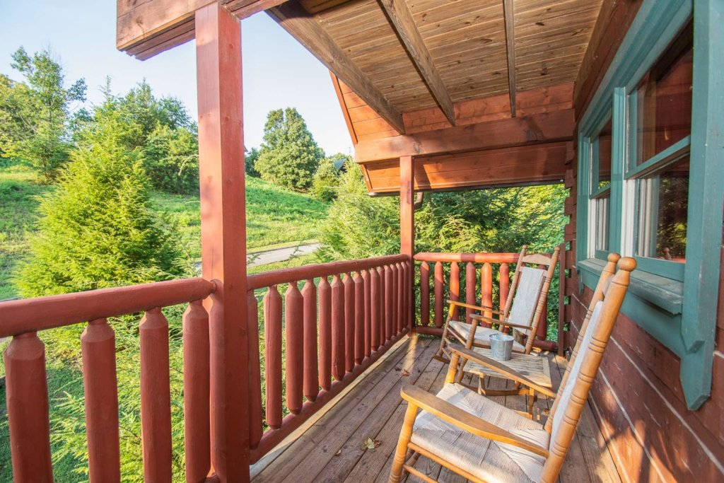 Photo of a Pigeon Forge Cabin named Streamside Getaway - This is the fifth photo in the set.