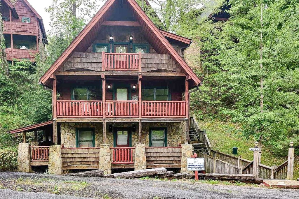 Photo of a Pigeon Forge Cabin named Streamside Getaway - This is the first photo in the set.