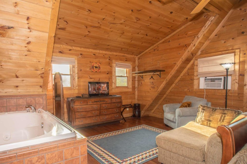 Photo of a Pigeon Forge Cabin named Streamside Getaway - This is the twenty-third photo in the set.