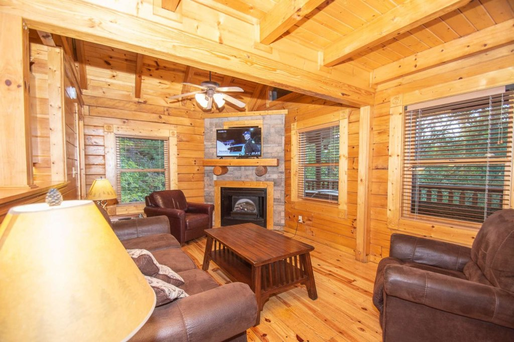 Photo of a Gatlinburg Cabin named The Grandview - This is the thirty-first photo in the set.