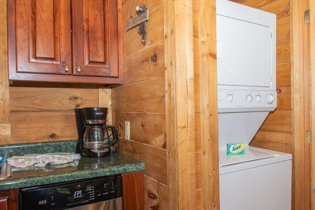 Photo of a Pigeon Forge Cabin named Streamside Getaway - This is the twenty-ninth photo in the set.