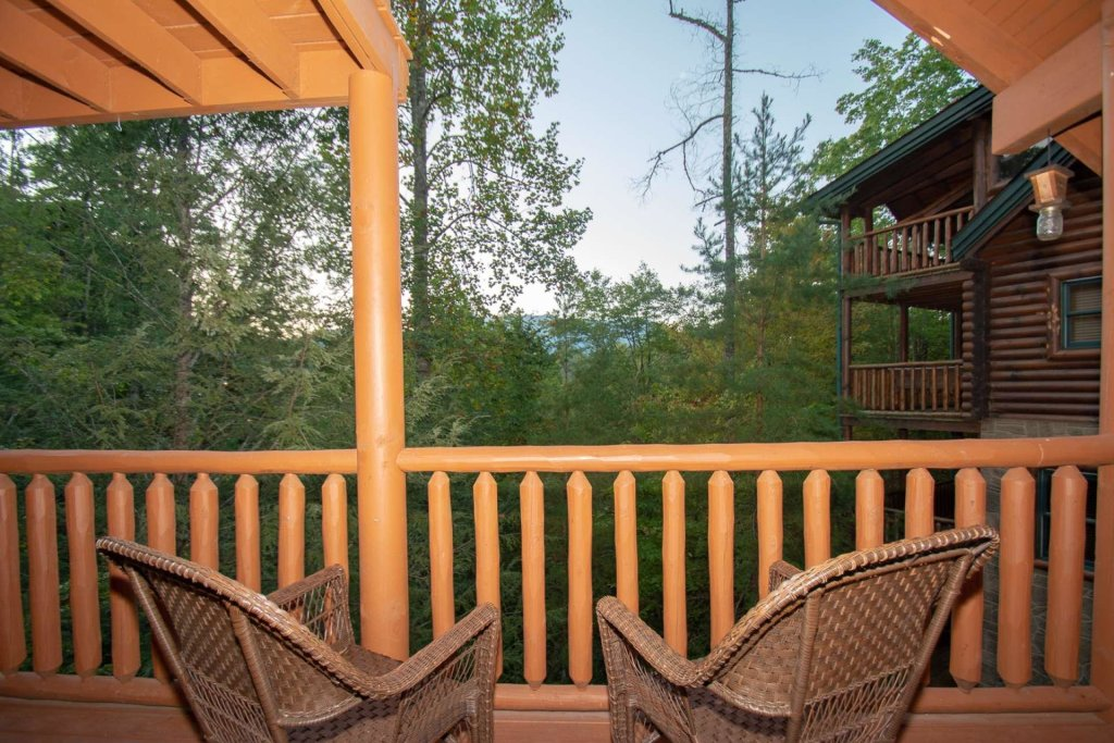 Photo of a Gatlinburg Cabin named The Grandview - This is the twenty-first photo in the set.