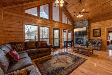 Hickory Hollow Lodge, 8 Bedrooms, Pool Table, Theater Room, Wifi, Sleeps 20
