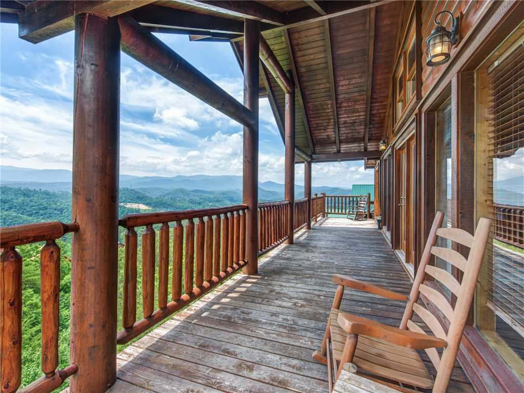 Photo of a Sevierville Cabin named Mountaintop Lodge - This is the fourth photo in the set.