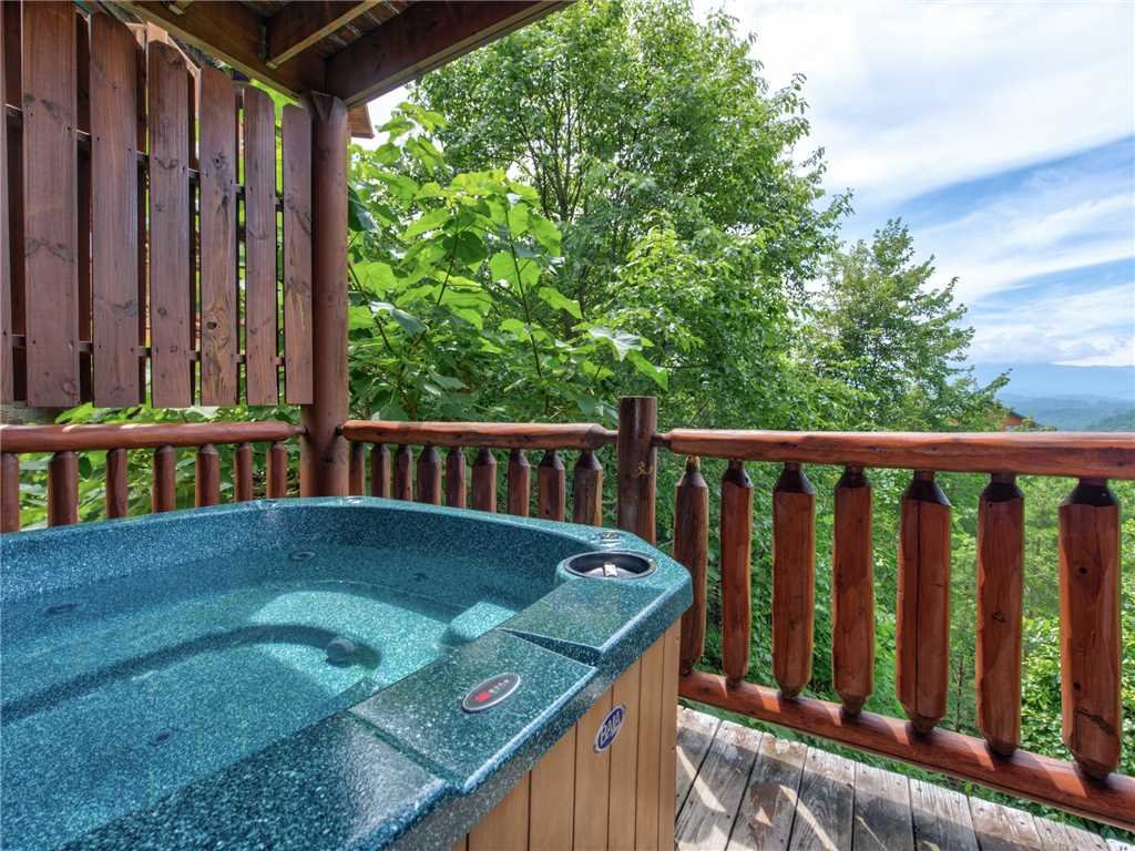 Photo of a Sevierville Cabin named Mountaintop Lodge - This is the third photo in the set.