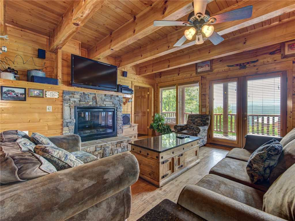 Photo of a Sevierville Cabin named Mountaintop Lodge - This is the fifth photo in the set.
