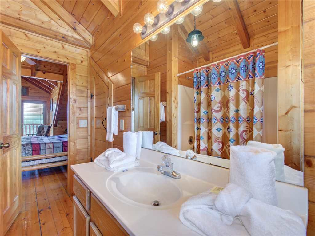 Photo of a Sevierville Cabin named Mountaintop Lodge - This is the seventeenth photo in the set.