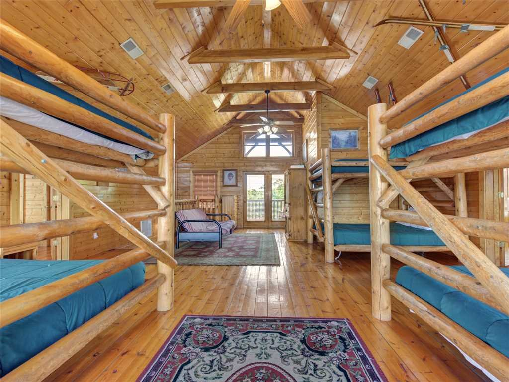 Photo of a Sevierville Cabin named Mountaintop Lodge - This is the twenty-seventh photo in the set.