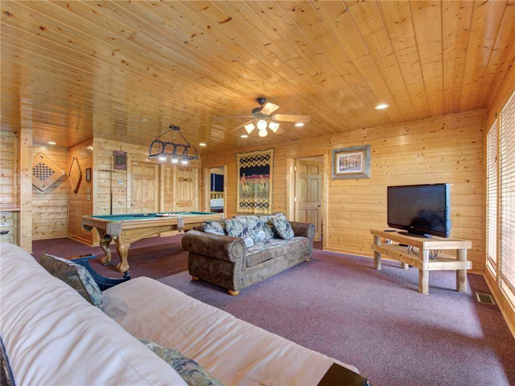 Photo of a Sevierville Cabin named Mountaintop Lodge - This is the eleventh photo in the set.
