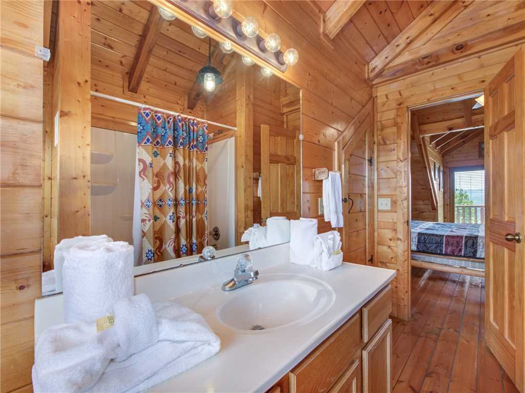 Photo of a Sevierville Cabin named Mountaintop Lodge - This is the nineteenth photo in the set.