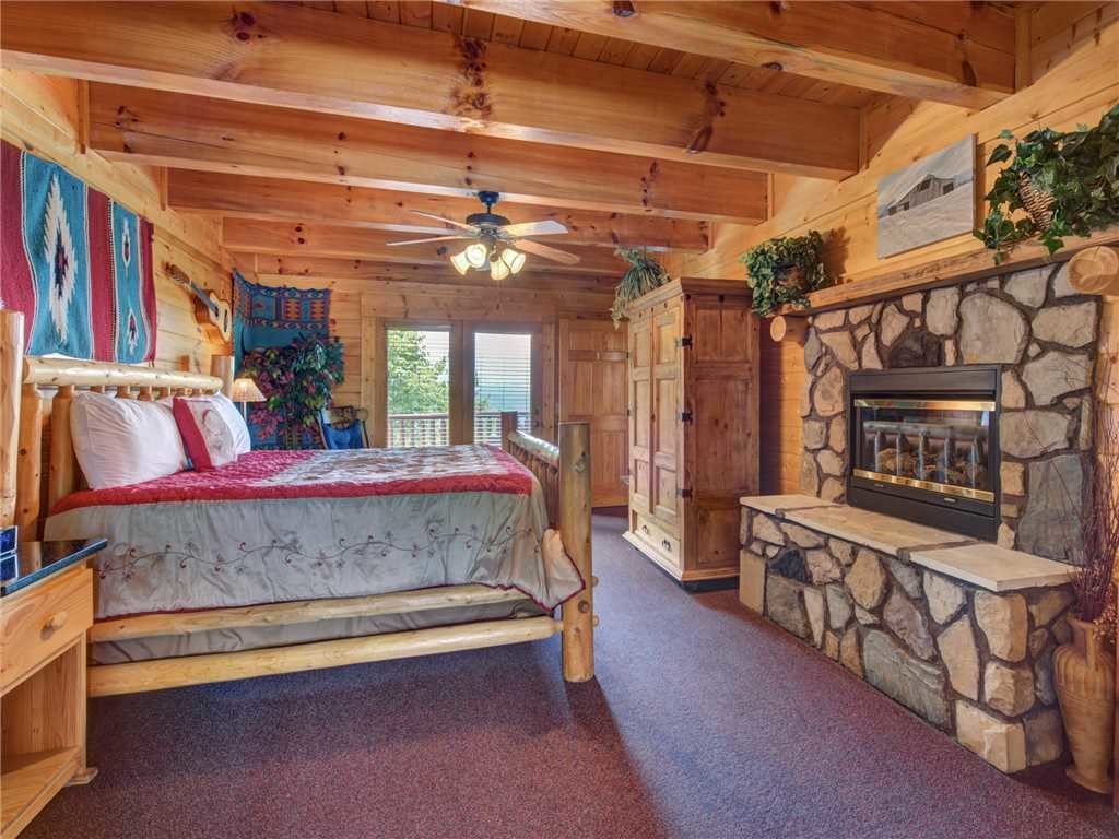 Photo of a Sevierville Cabin named Mountaintop Lodge - This is the twelfth photo in the set.
