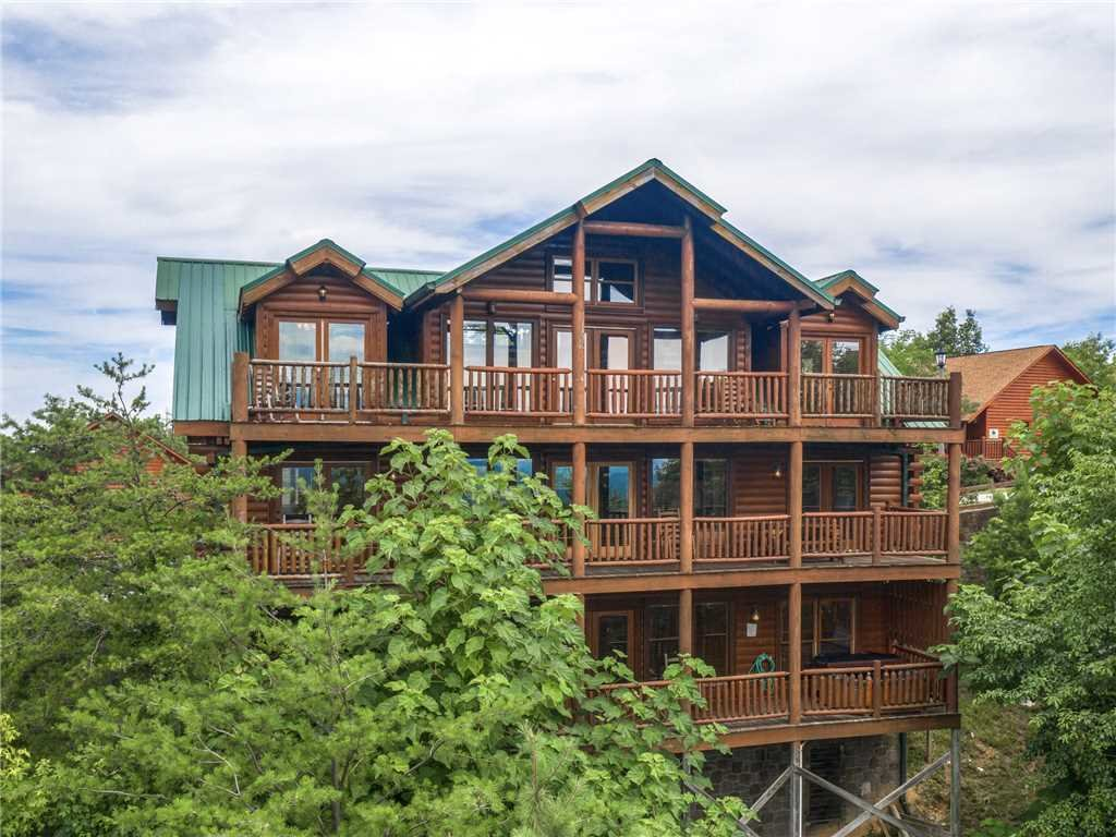 Photo of a Sevierville Cabin named Mountaintop Lodge - This is the thirty-second photo in the set.