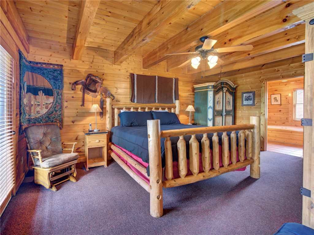 Photo of a Sevierville Cabin named Mountaintop Lodge - This is the fourteenth photo in the set.