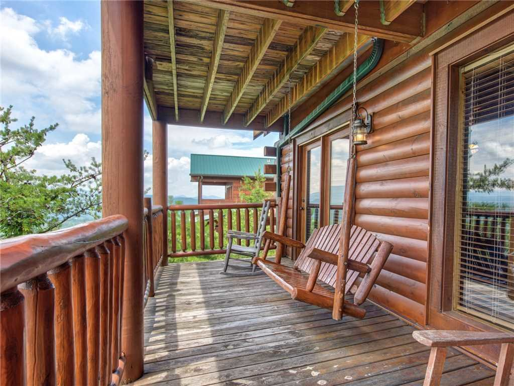 Photo of a Sevierville Cabin named Mountaintop Lodge - This is the twenty-ninth photo in the set.