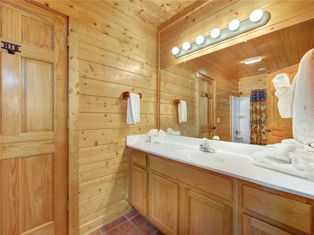 Photo of a Sevierville Cabin named Mountaintop Lodge - This is the twenty-first photo in the set.