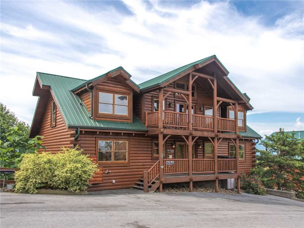 Photo of a Sevierville Cabin named Mountaintop Lodge - This is the thirty-third photo in the set.