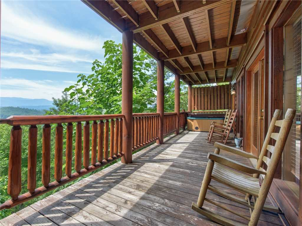 Photo of a Sevierville Cabin named Mountaintop Lodge - This is the thirtieth photo in the set.