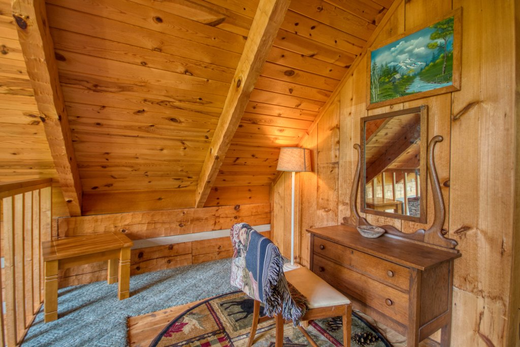 Photo of a Sevierville Cabin named Simply Serene #201 - This is the nineteenth photo in the set.