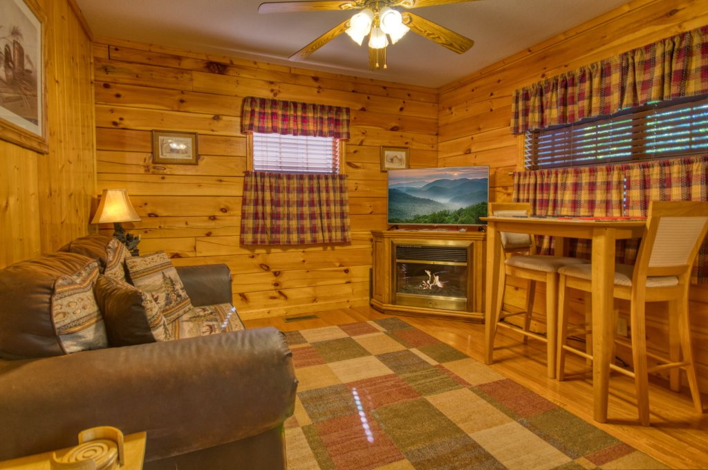 Photo of a Pigeon Forge Cabin named Smoky Mountain Getaway #435 - This is the second photo in the set.
