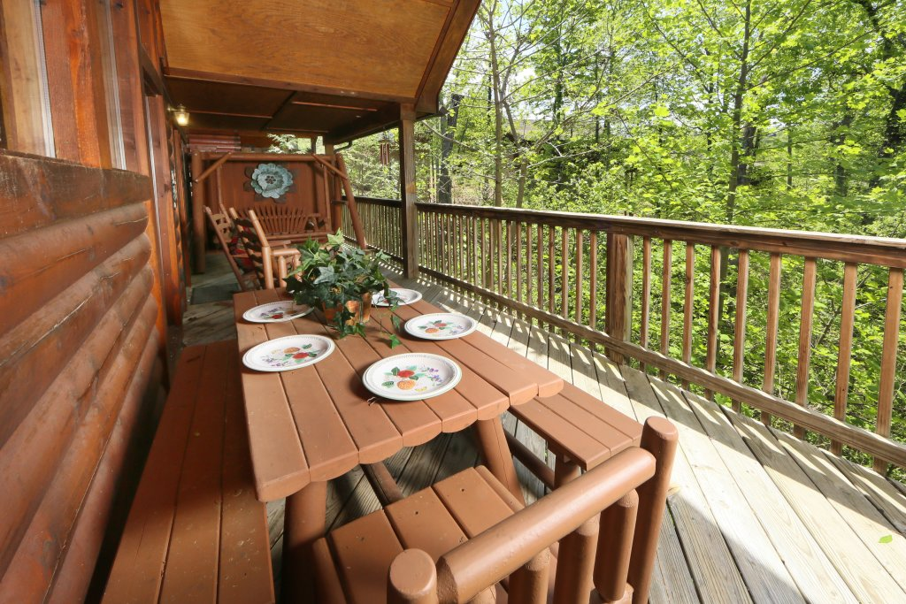 Photo of a Pigeon Forge Cabin named Smoky Mountain Getaway #435 - This is the forty-fourth photo in the set.