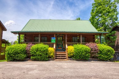 Pigeon Forge Log Cabin Near Downtown, Summer Pool Access, & Private Hot Tub