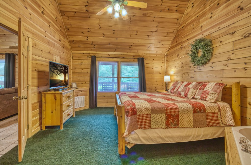 Photo of a Pigeon Forge Cabin named Shades Of The Past #230 - This is the twenty-second photo in the set.
