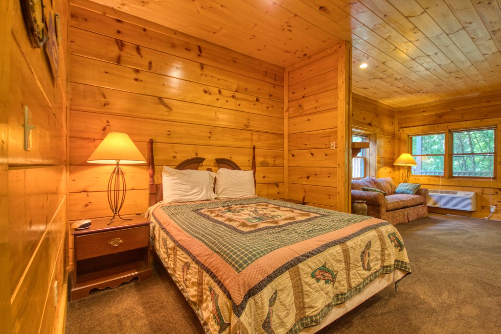 Photo of a Pigeon Forge Cabin named Cozy Bear Cove #288 - This is the eighteenth photo in the set.