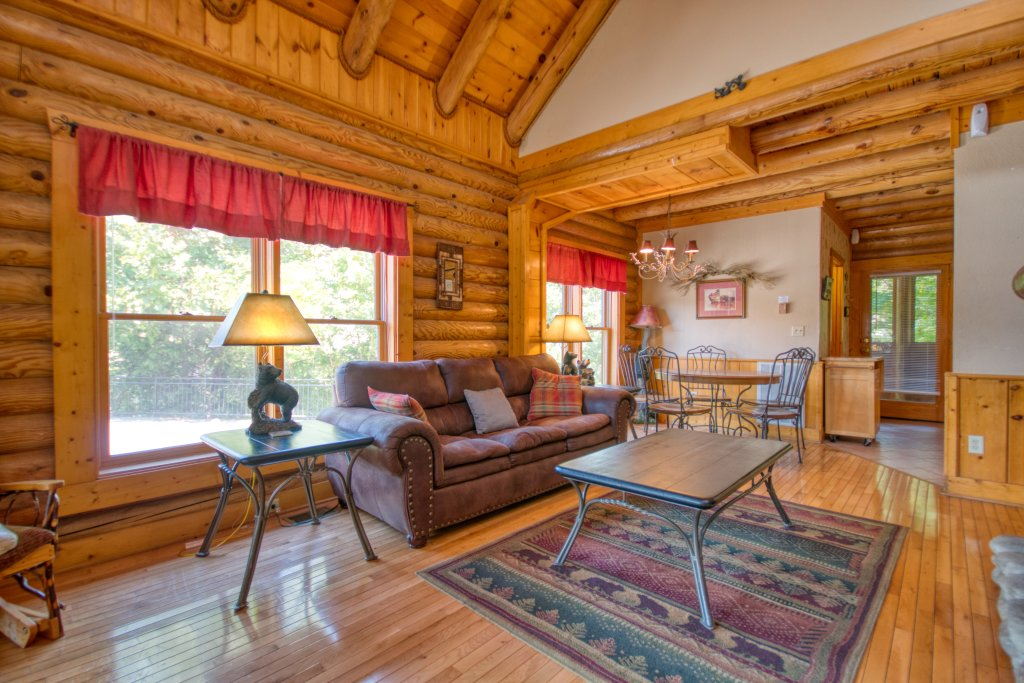 Photo of a Pigeon Forge Cabin named Cozy Bear Cove #288 - This is the sixth photo in the set.