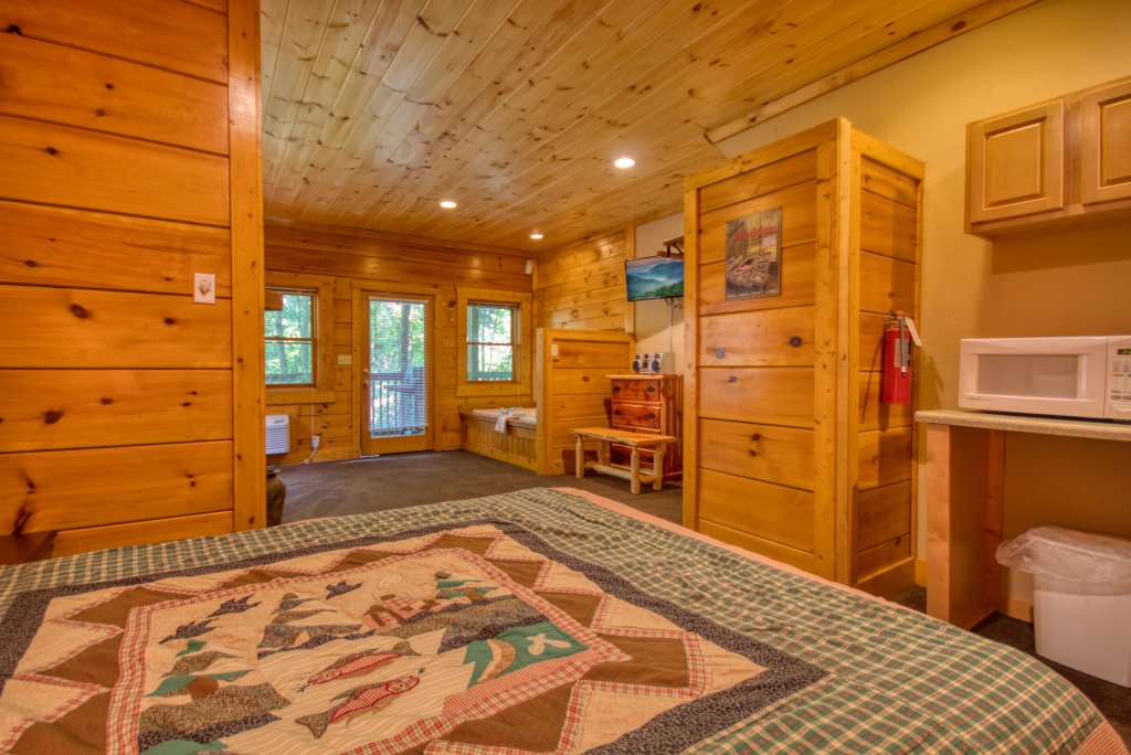 Photo of a Pigeon Forge Cabin named Cozy Bear Cove #288 - This is the nineteenth photo in the set.