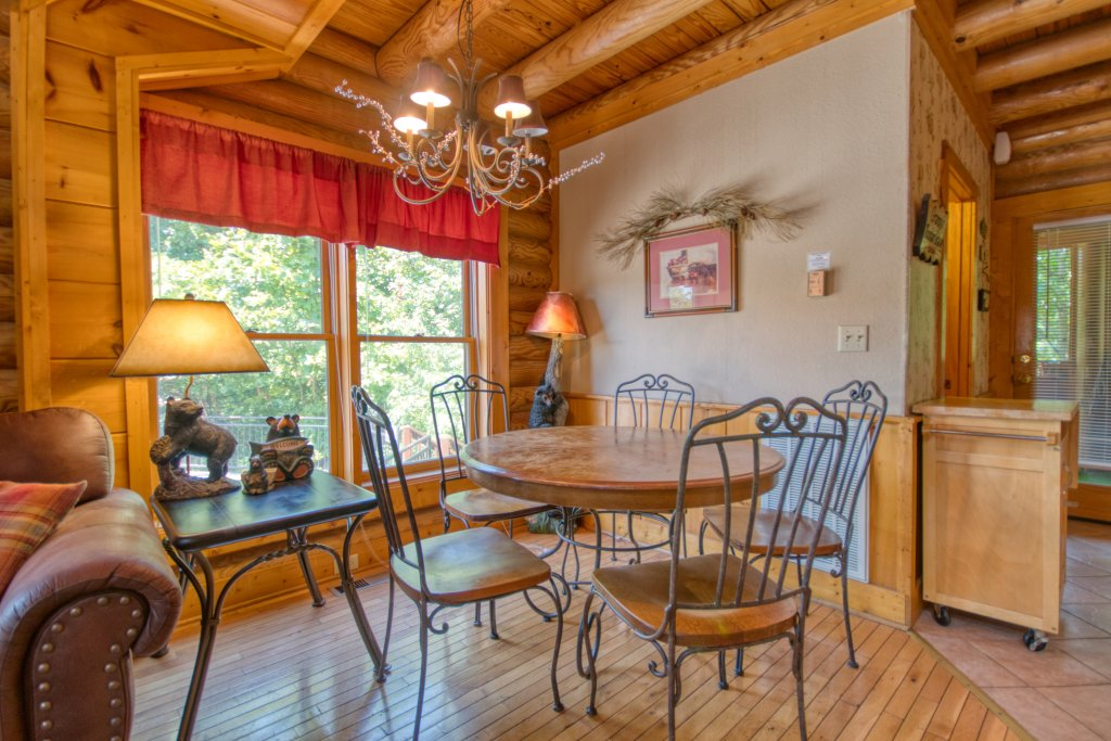 Photo of a Pigeon Forge Cabin named Cozy Bear Cove #288 - This is the seventh photo in the set.