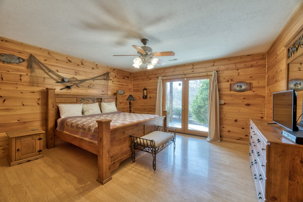 Photo of a Pigeon Forge Cabin named Cherokee Lodge - This is the nineteenth photo in the set.