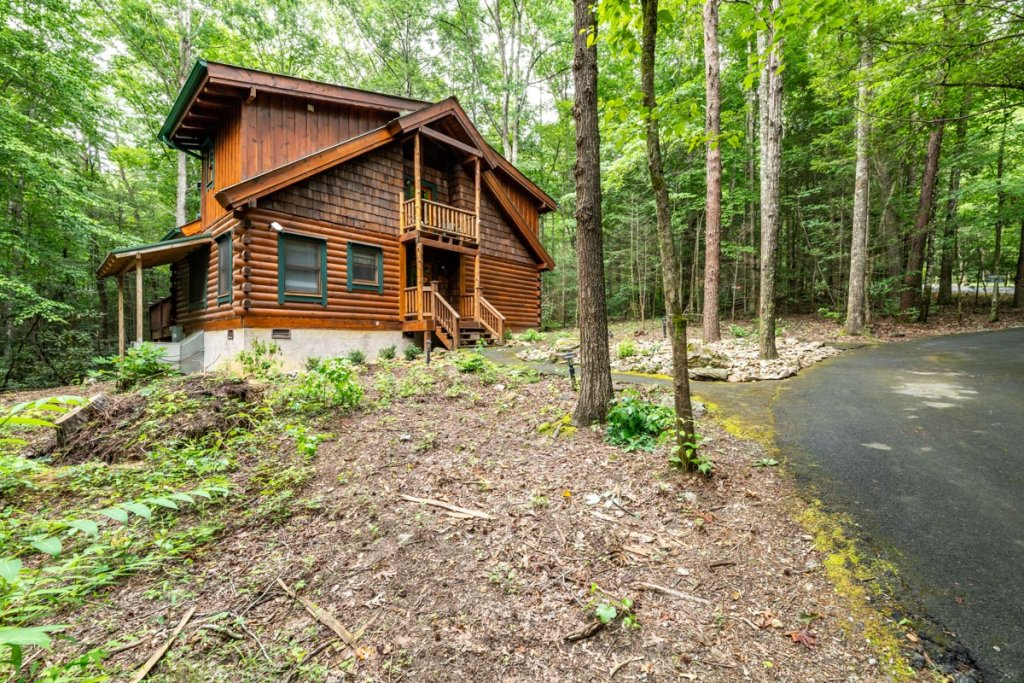 Photo of a Sevierville Cabin named Hook's Haven #2 - This is the first photo in the set.