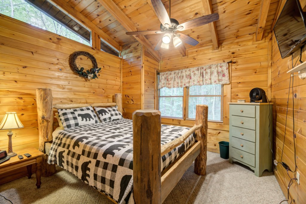 Photo of a Sevierville Cabin named Hook's Haven #2 - This is the sixteenth photo in the set.