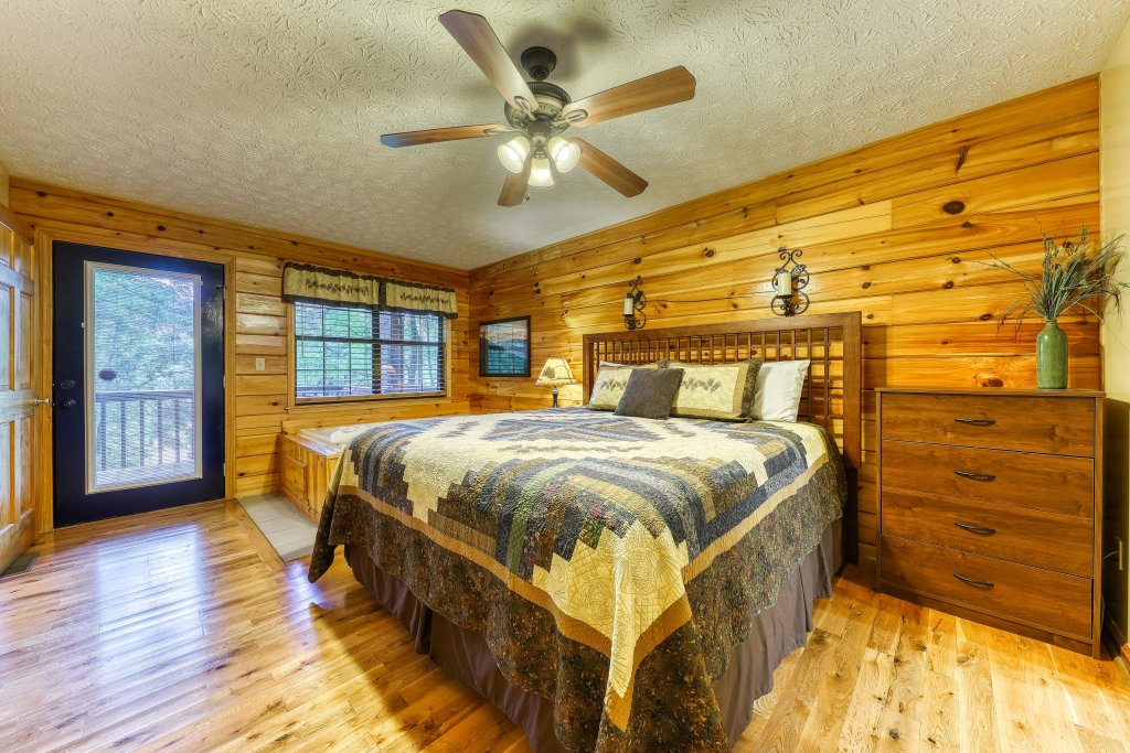 Photo of a Sevierville Cabin named Playin' Hookie - This is the seventeenth photo in the set.