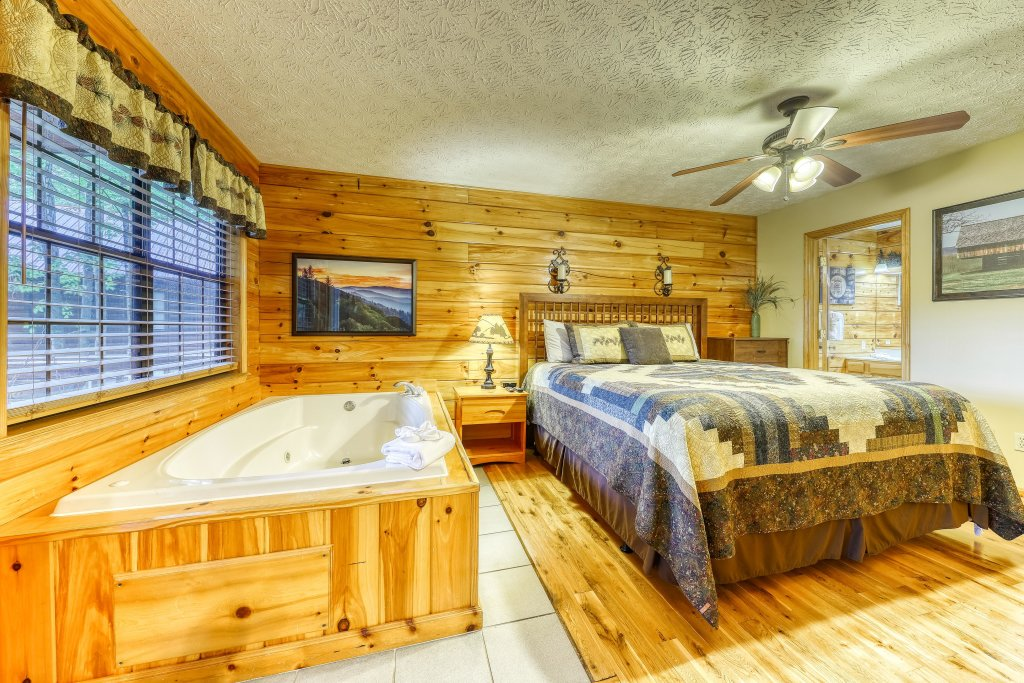 Photo of a Sevierville Cabin named Playin' Hookie - This is the fifteenth photo in the set.