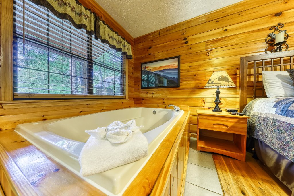 Photo of a Sevierville Cabin named Playin' Hookie - This is the twentieth photo in the set.