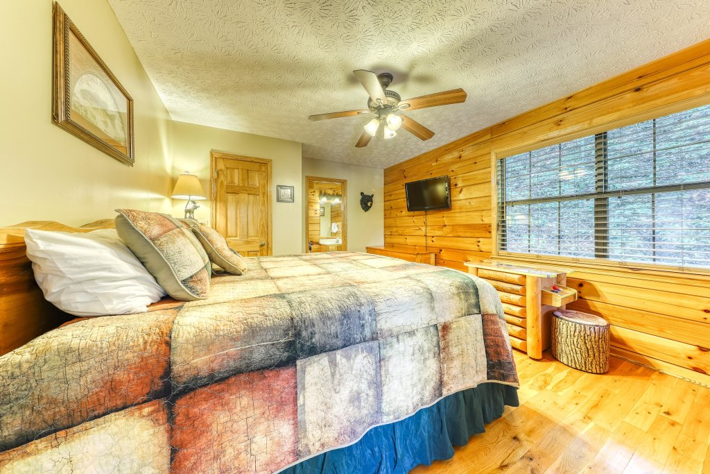 Photo of a Sevierville Cabin named Playin' Hookie - This is the twenty-third photo in the set.