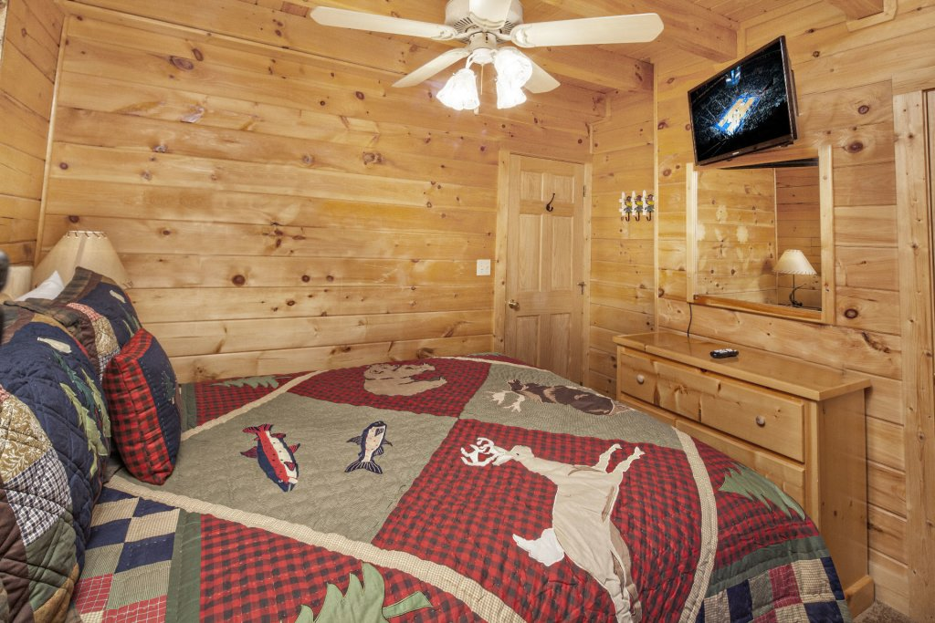 Photo of a Pigeon Forge Cabin named  Mountain Charm - This is the fifteenth photo in the set.
