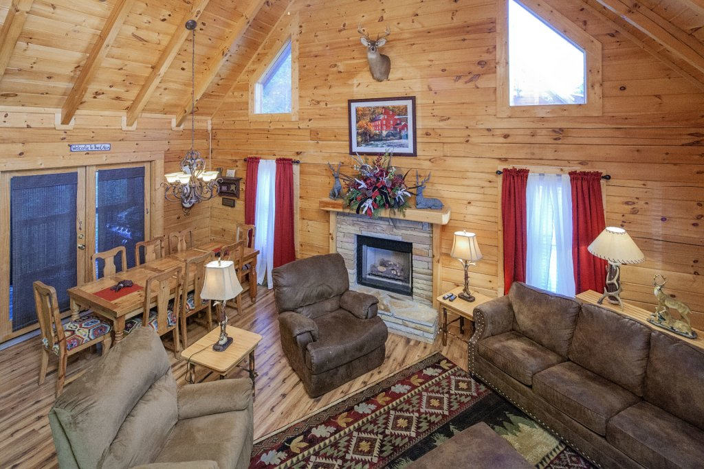 Photo of a Pigeon Forge Cabin named  Mountain Charm - This is the eighth photo in the set.